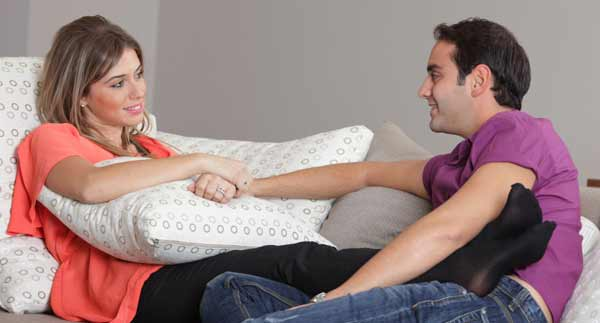couple-having-discussion-